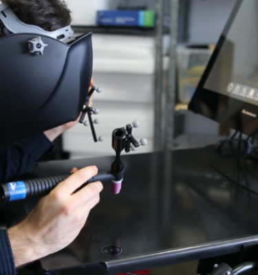 casque avec réalité virtuelle et capteur infra rouge pour détecter les mouvements du corps en temps réel et visualiser en direct sur grand écran